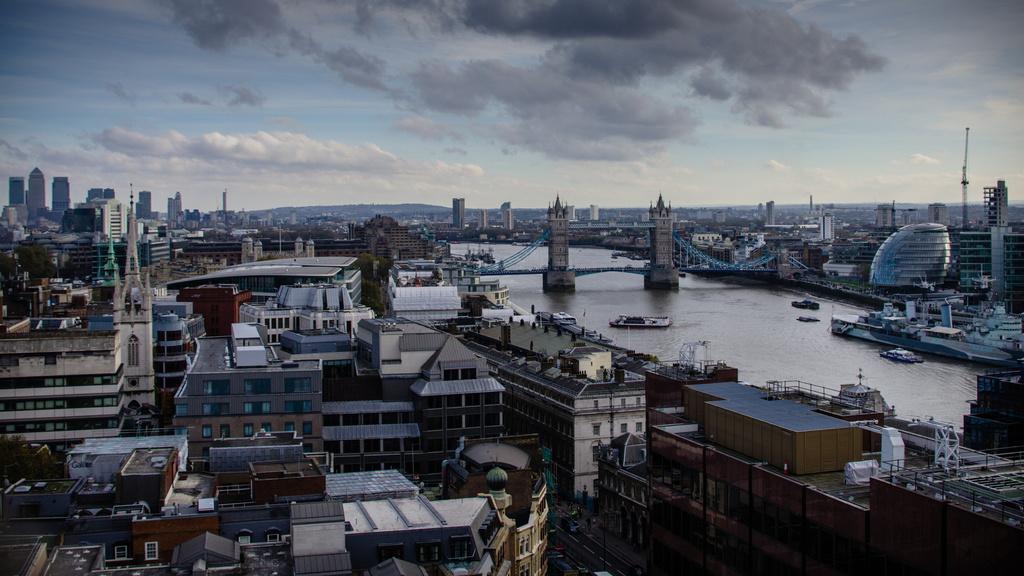 Vue sur Londres depuis le Monument au Grand incendie de Londres